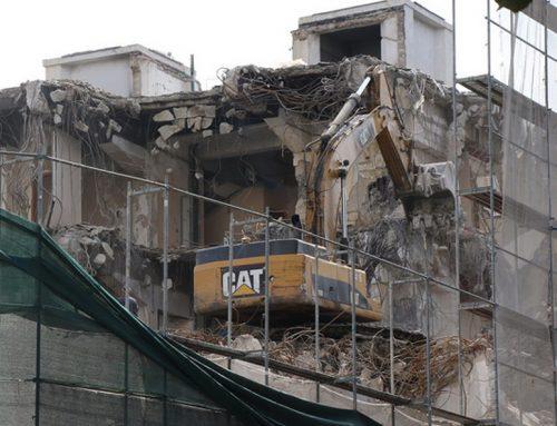 Со желбата за профит се руши историјата – зградата на некогашна Стоковна куќа Беко се руши до темел