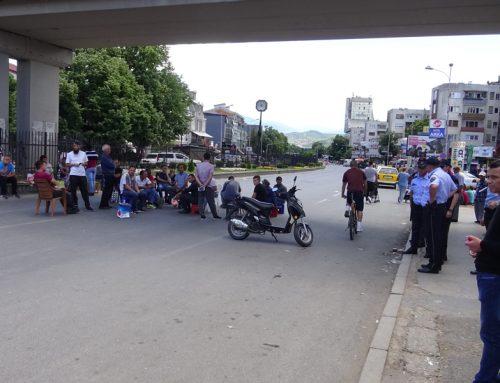 (Видео) Пазарџиите од Бит пазар продолжуваат со протести и блокади