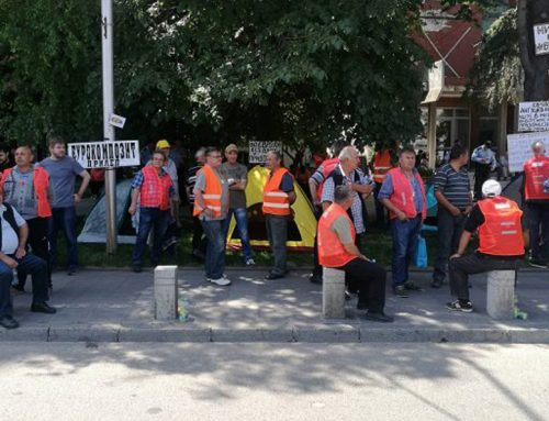 Владата им вети до понеделник по 10,000 денари на работниците од Еурокомпозит и ги испрати дома