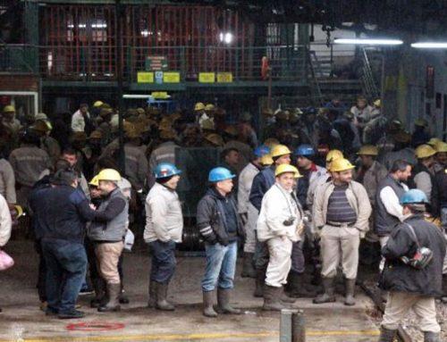 Рудари во Турција качени на 65 метарска кула си ги бараат своите права