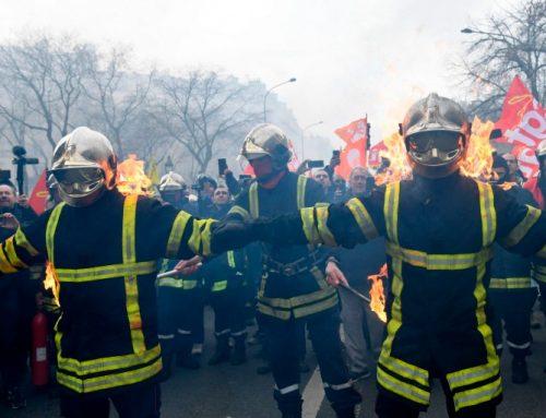 Француските пожарникари тргнаа во борба против полицијата